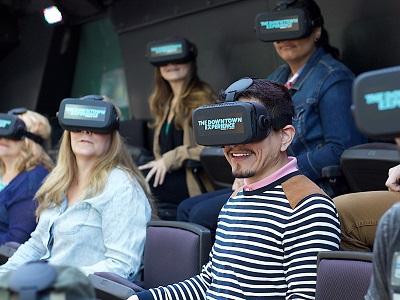 סיור באוטובוס עם משקפי מציאות מדומה